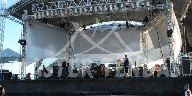 Estrutura para show montada em area, master tendas